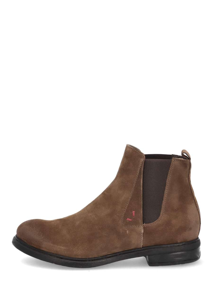 Chelsea Boots mud