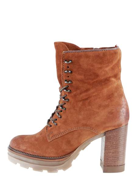 Laced boots penny