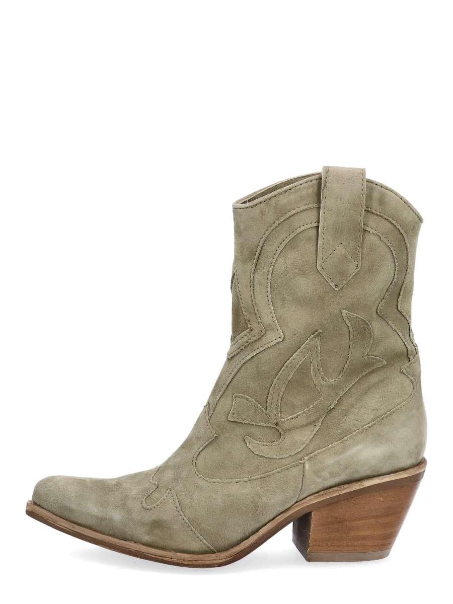 Cowgirl Boots uniform