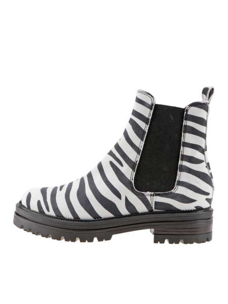 Chelsea boots white