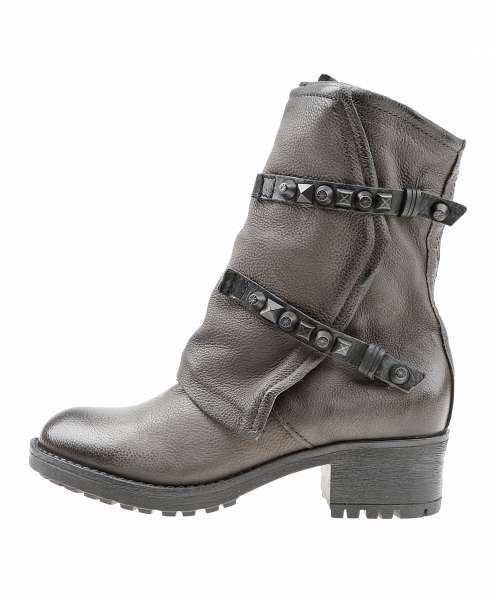 Studded boots silice