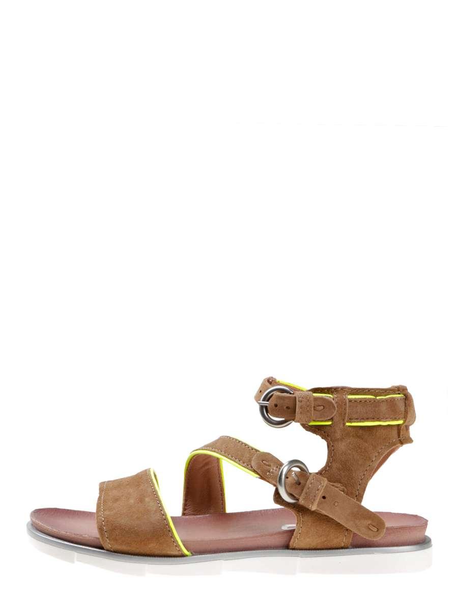 Strappy sandals sand